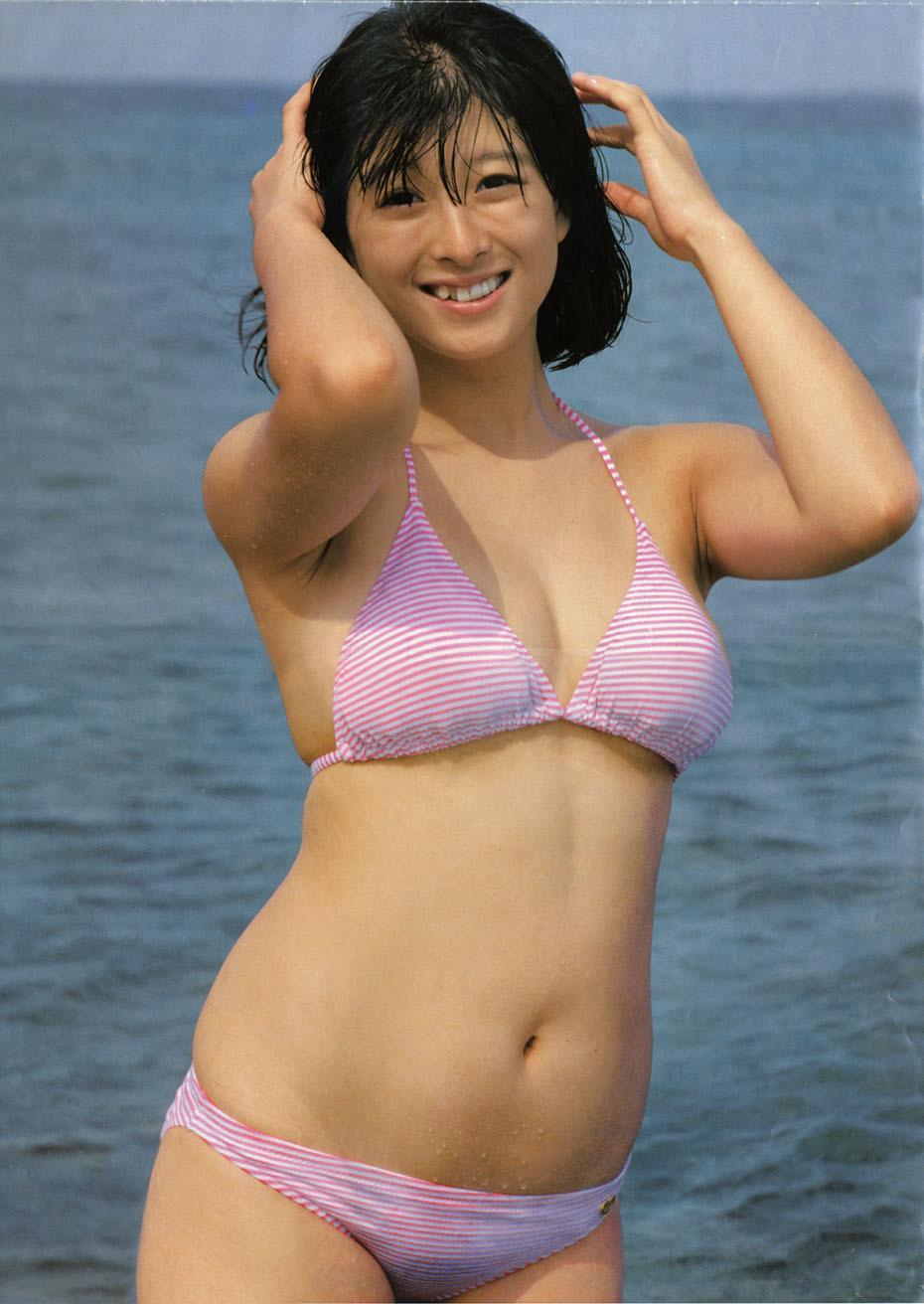 [盗撮病院]河合奈保子:水着とグラビア特集です!伝説の巨乳アイドルの懐かしオッパイ水着です!