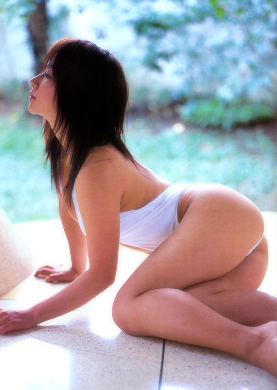 [盗撮奥さん]愛川ゆず季:水着でゲームしてます!懐かしのレジェンドぽっちゃりアイドルのお宝動画...