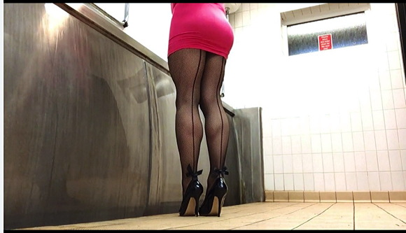 『Pee in the public toilet with seam tights and pink dress』【女装っ子+女装子+男の娘+ゲイ+ホモ】