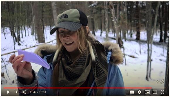 『女性立ちション器stand-to-pee device』の紹介です『Ladies- How to Pee & Poo in the Woods』【キャンプ+森の中+おしっこ+うんち】