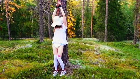 『OUTDOOR BONDAGE WITH DIAPER AND VIBRATOR』【リトル・レディ・ルミLittle Lady Lumi+BDSM+ABDL+幼児プレイ】