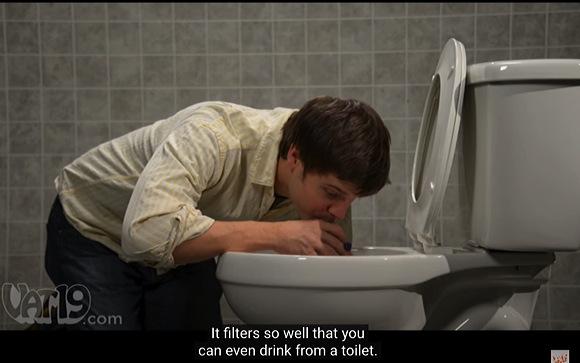 『ライフストローはトイレの水を飲めるようにします』LifeStraw makes toilet water drinkable