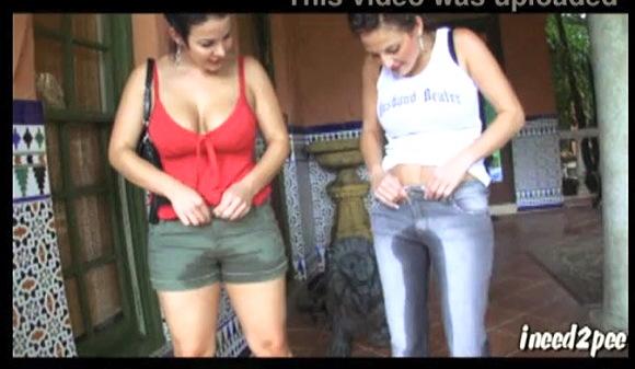 『ineed2pee。女の子がジーンズを濡らす、25』