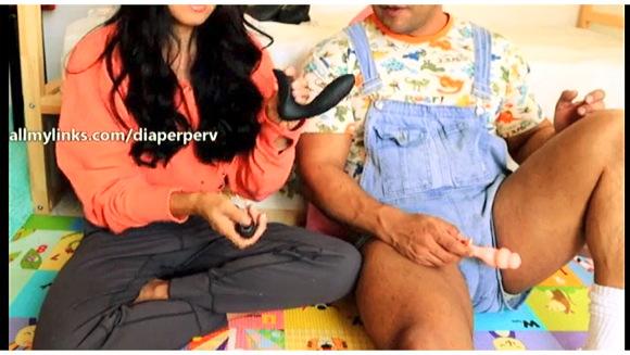 【着衣お漏らし】『膀胱が満杯のお姉さんたちは肌に密着したジーンズのままおしっこ』他