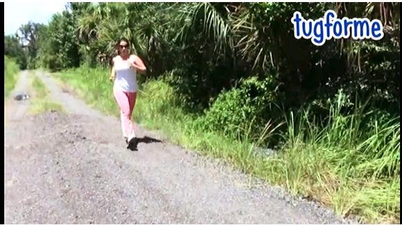 【着衣お漏らし】『ケナ・バレンティーナは彼女のジーンズにおしっこします』他【動画】