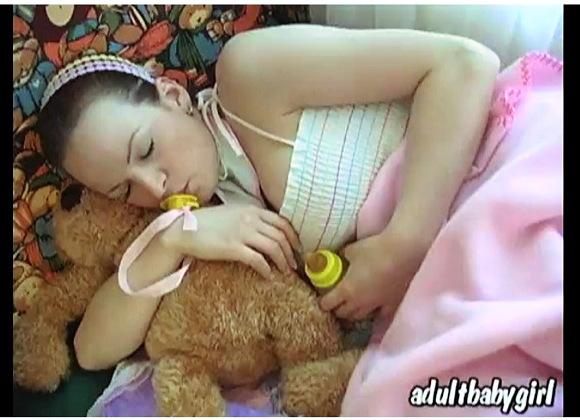 【ABDL+赤ちゃんプレイ+オムツ】『オムツをしたアダルトベイビーとスパンキング』他【動画】
