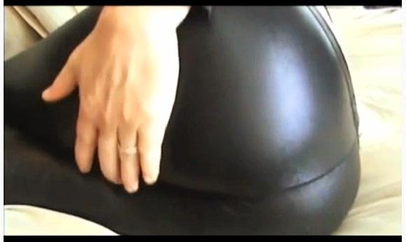 【おなら】『光沢のあるスパンデックスレギンスを穿いておなら』他【動画】