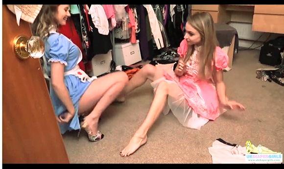 【オムツ】『足が毛深いおむつ恋人がムダ毛を剃る』他【動画】