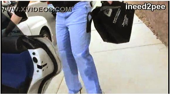 【着衣お漏らし】『失禁したジーンズとお漏らしパンティ』他【動画】