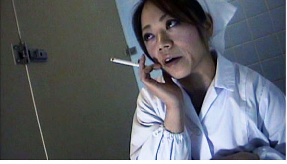 給食センターで働くおばさんのトイレ盗撮 尿検査採取映像