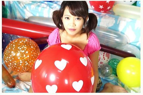 [盗撮]部屋にあなたと女の子がいて風船で遊ぶ!風船バルーン動画です。
