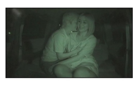 [盗撮]車内で乳をぷるんぷるんの性よくカップル!公園盗撮動画です。