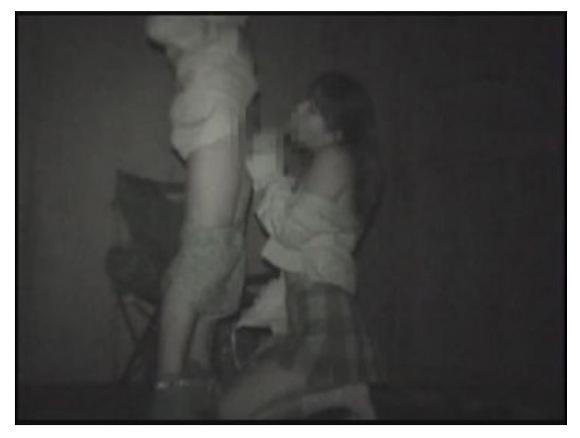 [盗撮]公園でこっそりと交じわり合うカップル!公園盗撮動画です。