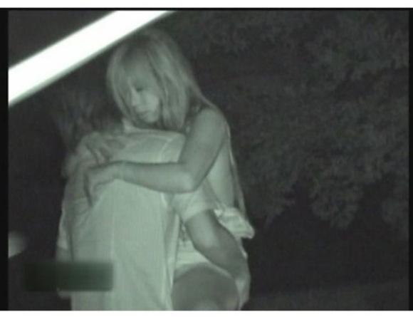 [盗撮]夏の深夜に公園でエッチしていました!公園盗撮動画です。
