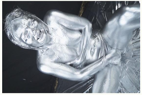 [盗撮]ゆきのちゃんが銀色の液体でサイボーグのようになる!ウェット&メッシー動画です。