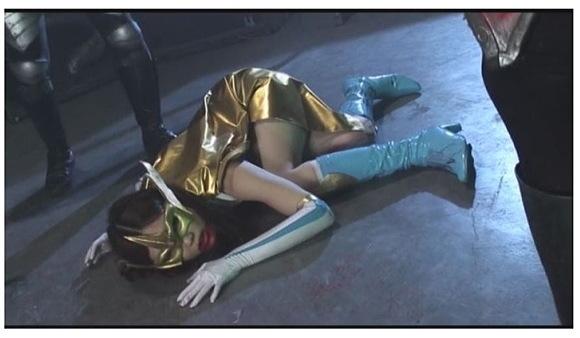 【リョナ】残酷すぎる地獄のギロチン裁判!ビィーナス仮面は強姦レイプされてから生首を切断された!