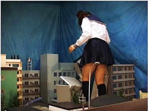 【ギガンテス+高身長+トールウーマン】なんと危険な巨大すぎるアウロリJK!学校の帰りに街を破壊です【ジャイアンテス+クラッシュ+フェチ+特撮】『巨大女子校生2』