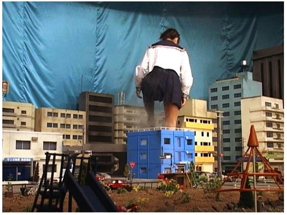 【ギガンテス+高身長+トールウーマン】これはやばい街に現れた大きなアウロリJK!建物を壊します【ジャイアンテス+クラッシュ+フェチ+特撮】『巨大女子校生3』