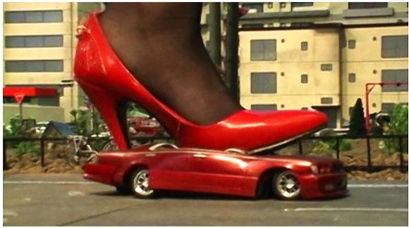【ギガンテス+高身長+トールウーマン】これは危ないハイヒールの巨大な女!車や人間を踏みます【ジャイアンテス+クラッシュ+フェチ+特撮】『THE GIANTESS5』