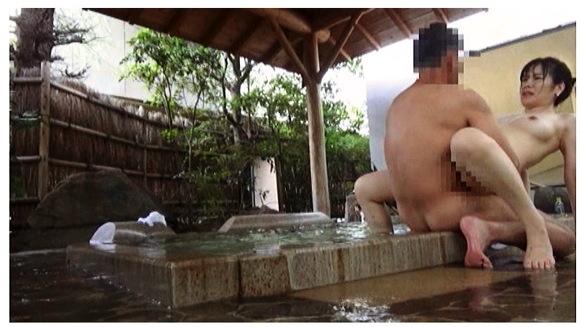 『人里離れた山奥にある温泉宿 混浴風呂に仕込んだカメラが捉えたワイセツ映像の数々 混浴温泉㊙盗撮』【サンプル動画+画像10枚】