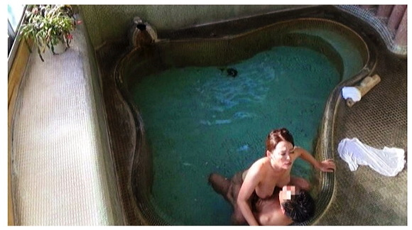『人里離れた山奥にある温泉宿 混浴風呂に仕込んだカメラが捉えたワイセツ映像の数々 混浴温泉㊙盗撮 Part2』【サンプル動画+画像10枚】