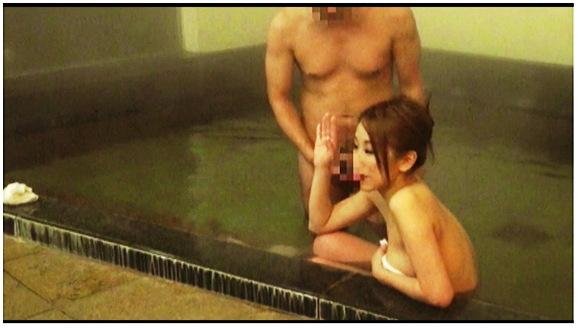【風呂】なんと卑猥な混浴に入っていたギャルのお姉さん。『人里離れた山奥にある温泉宿 混浴風呂に仕込んだカメラが捉えたワイセツ映像の数々 混浴温泉秘盗撮 Part3』【サンプル動画+画像10枚】