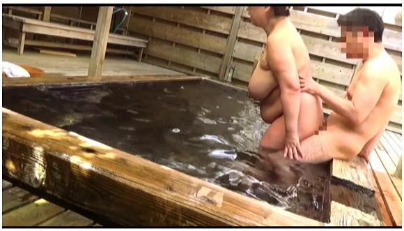 『人里離れた山奥にある温泉宿 混浴風呂に仕込んだカメラが捉えたワイセツ映像の数々 混浴温泉秘盗撮 Part3』【サンプル動画+画像10枚】