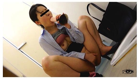 『汗だく汁だくディルドオナニスト』【素人隠撮+民家+淫乱+オナニーディルド+JADE】