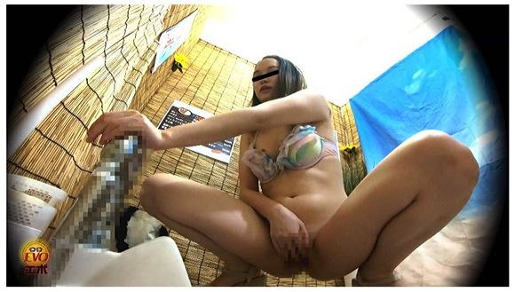 【オナニー】海の家の公衆便所でオナニーをする水着ギャルが続出。オナニーして感じてしまいます『盗撮 夏本番水着美女の集う 濡れビショ海の家トイレオナニー』【素人ビキニ+隠撮+海の家+淫乱オナニー+EVO】