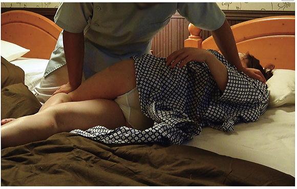 『NTR作品マニアのご主人が投稿!寝取らせマッサージビデオ180分』【STAR PARADISE+スターパラダイス+人妻+熟女+背徳+不倫+浮気+禁断】