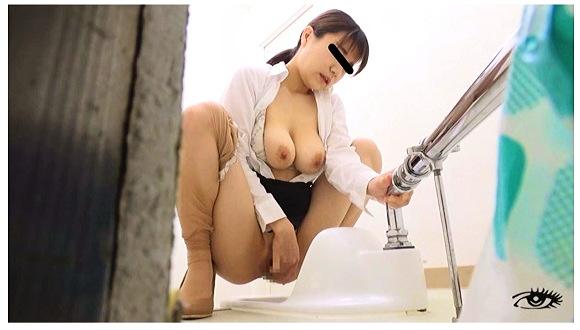 【オナニー】性欲が溜まっているセクシーお姉さんが公衆トイレでオナニーしていました。『公衆便所常習自慰 手撮り肉迫録2』【素人隠撮+トイレオナニー】