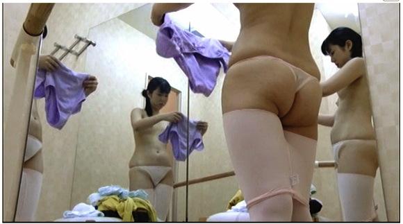 【更衣室】『都内劇場バレエ研修所 研修生の控え室盗撮』他【画像40枚】