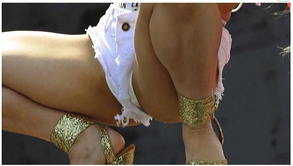 【街撮り】『股間のラインがエロ過ぎ!ハイレグお姉さんカメコ達にサービスしすぎです01』他【画像40枚】