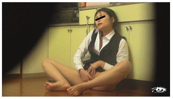 【オナニー】『失禁性癖女ストーキング自慰』他【画像+動画】