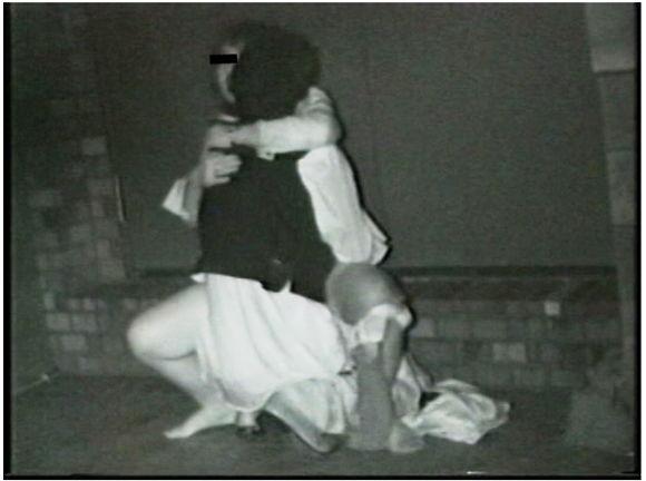 流出!!木々の中で絡み合うカップルの青姦盗撮映像