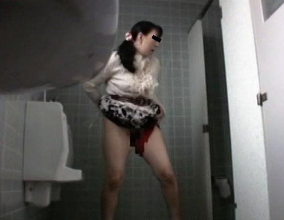 盗撮 美少女のトイレ つぼみの滴1