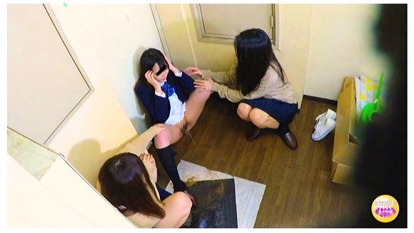 女学生虐め強要おしっこ