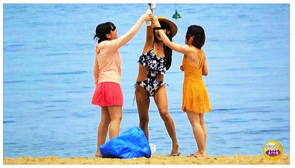 『盗撮 海の家 便所駆け込み全裸大放尿2』【Sharila+トイレ+小便+夏の砂浜】