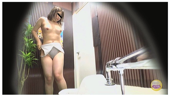 『海の家盗撮 便所駆け込み全裸大放尿』【Sharila+トイレ+小便+素人+ビキニ】
