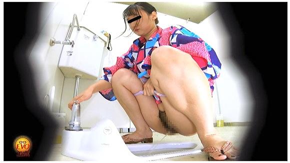 トイレ盗撮 和服女子の和式おしっこ