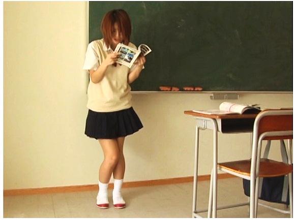 【お漏らし】『少女失禁 花純19歳』他【画像40枚】