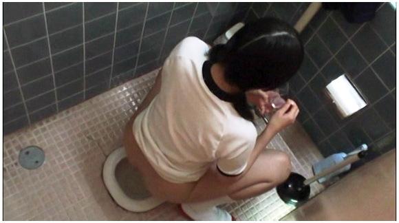 【トイレ盗撮】『最新版ハイビジョン3カメ仕様 局部アップ進学塾 女子●生トイレ盗撮投稿映像』他【画像40枚】