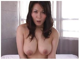 [爆乳]佐藤美紀 大変に美しい爆乳奥さま!人妻おっぱい動画です。