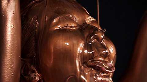 [盗撮]銅の粉にまみれている女性です!企画盗撮動画です。