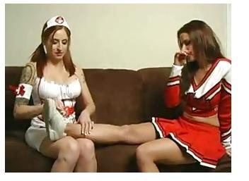 【チアガールとナース キャットファイト】[爆乳]チアリーダーとナースがキャットファイトを始めると言う謎の一戦です!女子プロレス盗撮動画です。