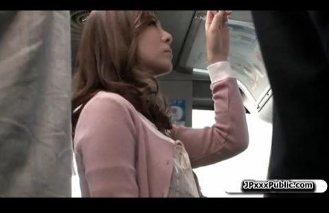(巨にゅうのフェラチオチオムービー)[ロケット乳]sexレス奥さまが列車でチカンされて自分からフェラチオチオ☆チカン秘密撮影ムービーです。