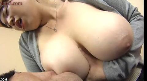 【熟女 爆乳 動画】巨乳の熟女のH無料動画。[爆乳]超巨乳すぎる熟女です!巨乳おっぱいぽっちゃり動画です。