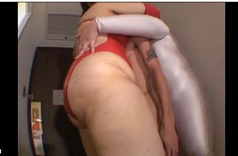 爆乳の素人女性の透明人間無料デカパイ動画。[爆乳]女相撲取りと透明人間にはさまれた小男!巨乳ぽっちゃり動画です!