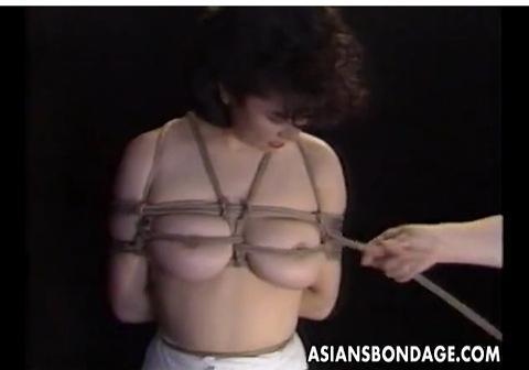 爆乳の素人女性の緊縛無料きょにゅう動画。[爆乳]緊縛されてる爆乳娘!フェチ巨乳動画です!